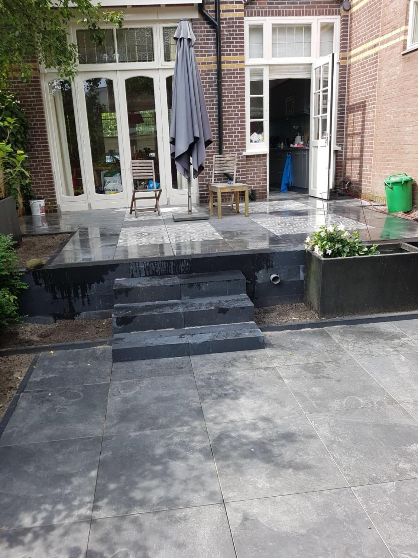 Besloten achtertuin in de wijk bezuidenhout den haag for Hovenier den haag